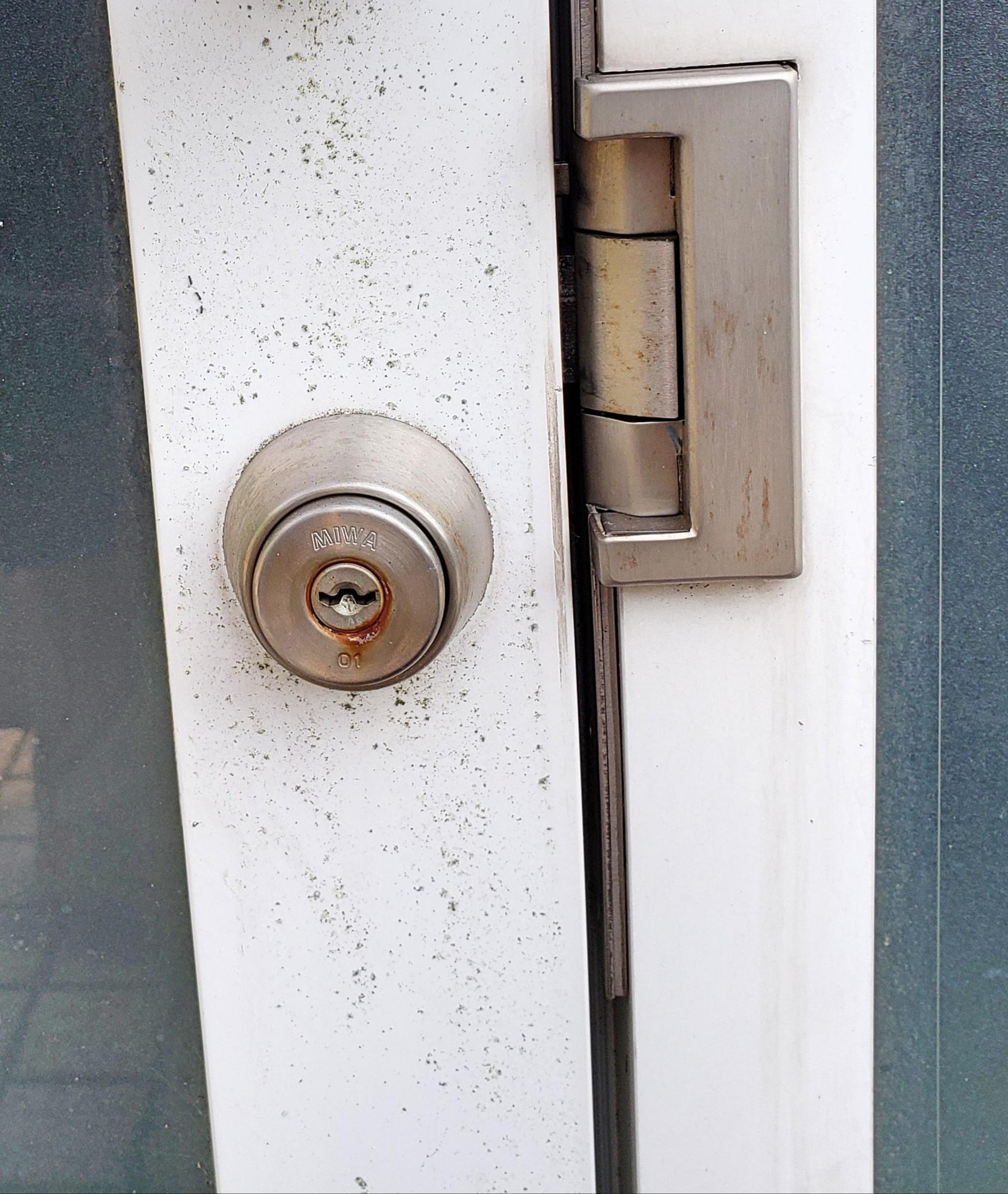自動施錠のドア 開錠と交換